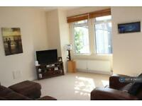 3 bedroom flat in Lydden Grove, Earlsfield, SW18 (3 bed)
