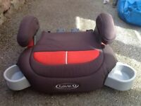 Graco booster seat with two cup holder compartments