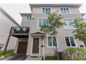Freehold Townhome close to DND Carling - 73 Songbird Private