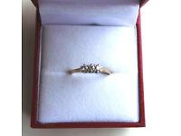 9CT YELLOW GOLD & DIAMOND THREE STONE DRESS RING, INSURANCE VALUATION £300 (SN36)