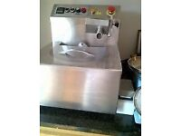 KeyChoc MM08 Bench Top Melting / Tempering / Moulding Machine.