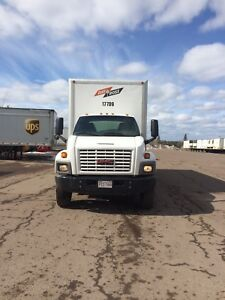24ft box straight truck 5 ton with liftgate negociable