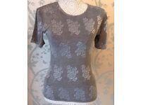 Women's Grey Flower Short Sleeve Top Size Medium NEW