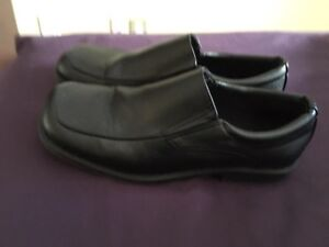 Dress shoes for boys size 5. Great condition.