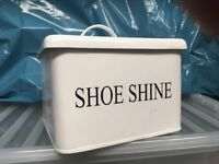 Shoe shine storage box with lid