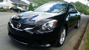 2012 Altima Coupe very clean with warrenty