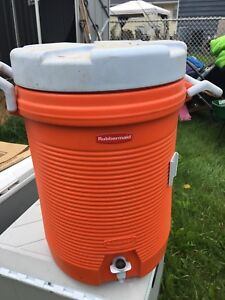 Rubbermaid water jug.