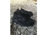 Infants size 5.5 Nike huaraches