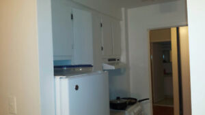 To sublet 2 bedroom apartment; available End of August, $820.
