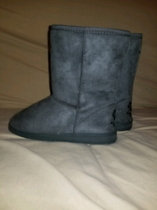 Brand new never used dawg boots