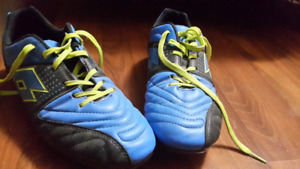 LOTTO Soccer Shoes