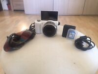 Sony α5000/Lens/Strap/SD Card/Charger (White)