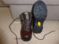 Alt-Berg Ladies Walking Boots Vibram soles. Size: UK 5 Wide fit.