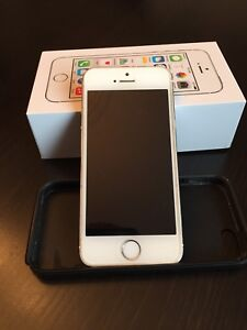 iPhone 5S  16GB - Silver with case
