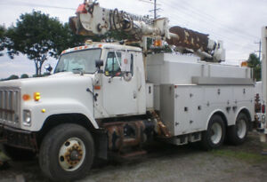 2002 International Auger Crane Truck, Telelect C-5048, 48 ft