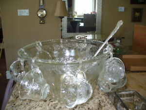 Beautiful Crystal Punch bowl set w/ 8 cups