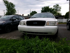 2011 Ford Crown Victoria 3200$ Police Package