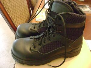 Mens Work Boots - size 6 (or ladies size 8)
