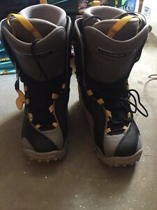 Girls salomon snowboard boots