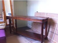 Table (oak effect laminated)