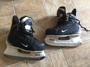 Nike quest 2 boys skates-1EE