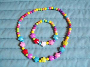 Ensemble de collier et bracelet pour fillette en plastique