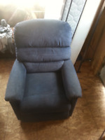 FOR SALE MEDICAL LIFT CHAIR  BLUE IN COLOR
