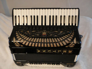 accordion beltuna prestige IV balcan star for sale