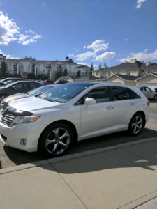 2009 Toyota Venza AWD- Leather, Backup cam, Panoramic, Starter