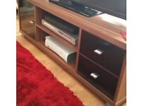 Wood and black gloss tv cabinet