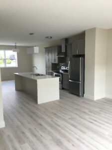 ****Stunning brand new 3 bedroom townhouse- 1 month free rent!!