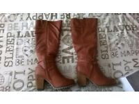 Womens Boots, size 6. Never worn.