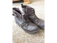 Barely worn Dorothy Perkins Boots (7)