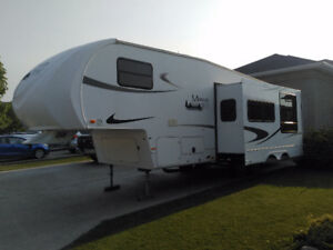 2012 Maxum Wild 28BH fifth wheel by Heartland