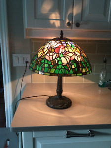 *~* Gorgeous Stained Glass Floral Tiffany Table Lamp *~*