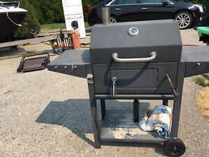 REDUCED to $80 Master Chef Charcoal Barbeque