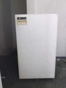 Great Condition Mini Fridge with Small Freezer Compartment!