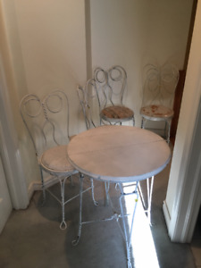 Vintage 50s Soda Fountain Table and 4 chairs