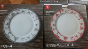 Winter/Christmas 8 piece dinner set plus serving dishes