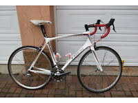For sale Trek Madone 5.2 carbon framed road bike with Ultegra/Tiagra groupset. £450.
