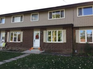 3 bedroom town house w/basement - Cayuga