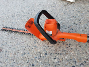 "Hedge Trimmer 16"" Black and Decker"
