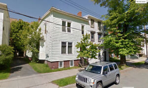 Large 4 Bdr Flat with Amazing Location -Utilities Incld Sept 1st