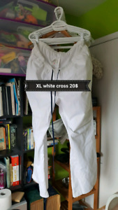 Uniformes WHITE CROSS à vendre