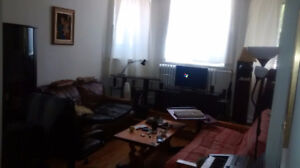 a cozy semi-basement 3,5 apartment sublet from August 01st 2017