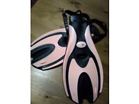 Flippers, Adult size 4 - 8 (new)