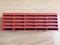 6 plastic air bricks