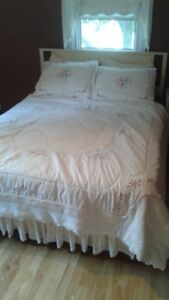 Queen bed with drawers cabinet, etc