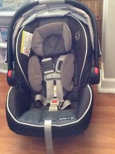 Graco snug ride click connect car seat and 2 bases
