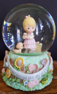 Precious Moments musical snow globe / waterball